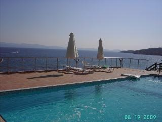 AGNANTI VILLA- 5 STEPS FROM THE SEA, Paliouri