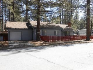 3066F-Affordable family cabin a few blocks to Lake Tahoe, South Lake Tahoe