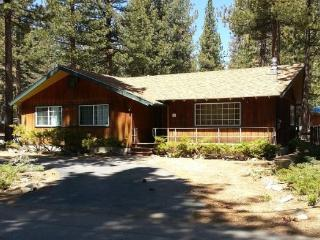 941B-Great cabin in area of original Tahoe cabins, gas fireplace and hot tub