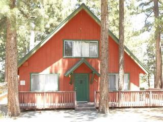 V16-Wonderful Tahoe cabin just one block to the Lake