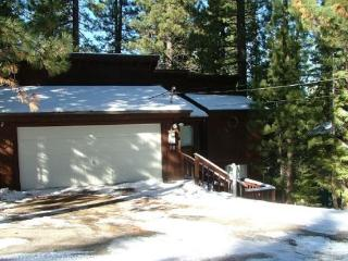 V24-Tahoe cabin in the Pines, quiet location, wonderful back deck set in the tre
