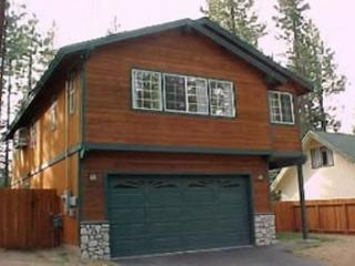 V47-Spacious family oriented home in a quiet, convenient neighborhood. Hot tub, South Lake Tahoe