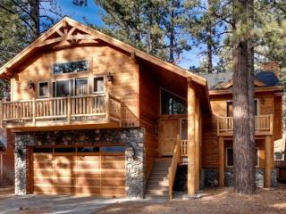 V50-Beautiful, new Tahoe home just a block to the Lake with a private hot tub, South Lake Tahoe