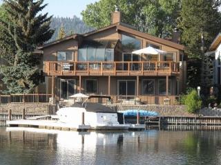 V7-Beautiful Tahoe Keys gem of a home! The perfect family get away with dock, close to main Lake entrance, South Lake Tahoe