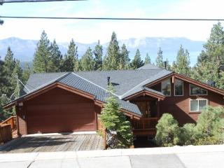 4027C-Huge Mountain home with lake views; Heavenly, casino`s and Heavenly Village nearby, South Lake Tahoe