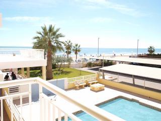 ApartUP Caribe Beachfront II. Pool + Pk + Squash
