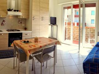 Vittoria 5: Graziosa casa con climatizzatore a due passi dal mare e dal centro.