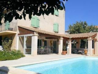 Serignan South of France villa near beach with private pool, sleeps 8