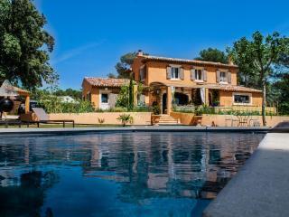 Grande Villa en campagne avec piscine chauffée 8 personnes., Puget