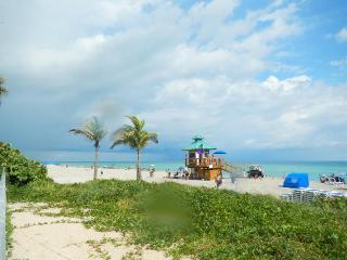 Oceanfront  ocean view 2bedr/2 bath Sunny Isles
