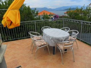 Luxury villa 50m from the beac, Slatine