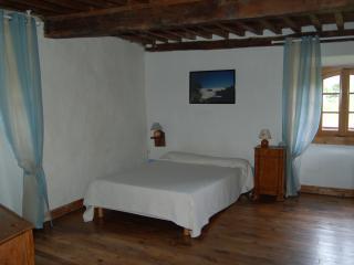 Chambre de 25 m2 avec salle de bains et wc