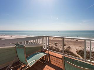 3BR/2BA Beach Retreat with Private Rooftop Hot Tub, Indian Shores