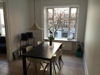 Bright Copenhagen apartment at Stefansgade neighborhood, Copenhague