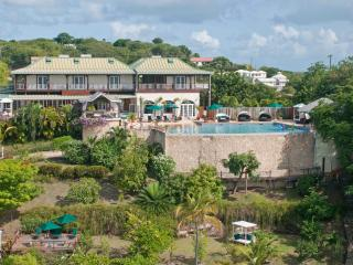 Seaside Luxury Garden Villa & Romantic Sugar Mill Tower - Conveniently Located, Lance aux Epines