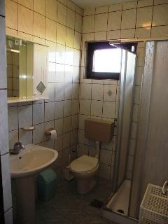 A1(2+2): toilet