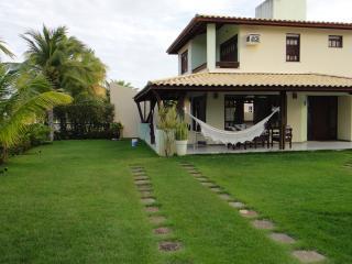 Casa em Guarajuba 4/4 com Piscina, a 200m da Praia