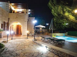 Villa Markos Hara, Asteri
