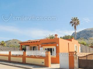 Holiday house with view on the marina & mountains, Colonia de Sant Pere