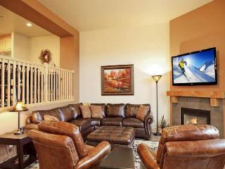 Two story, posh townhome w/ private hot tub, views, & shared pool access!
