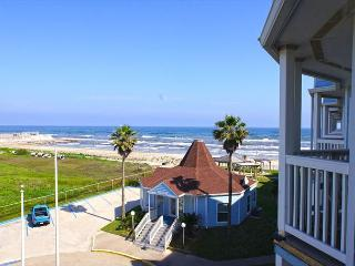 Beautiful condo with immediate beach access and great views!, Galveston