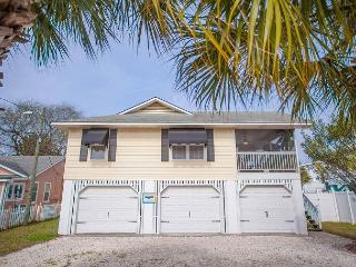 Stay with Lucky Savannah: 4 Bedroom Home on Tybee Island with Pool & Parking