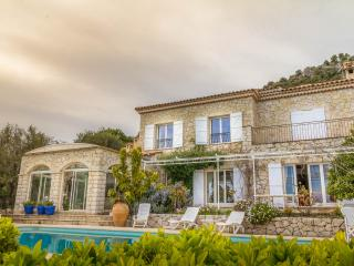 GORGEOUS STONE VILLA W/  SEA VIEWS & POOL, Tourrettes-sur-Loup
