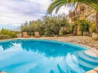 SOPHISTICATED STONE VILLA: HEATED POOL & VIEWS, Tourrettes sur Loup