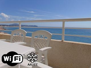 Apolo16 15D70 - Apartment at the beach with pool and sea views in Calpe