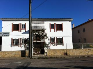 Apartamento tranquilo en edificio familiar con pocos vecinos sito en la principal calle del barrio