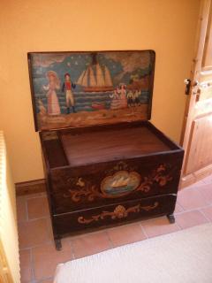 Caja de barco antigua