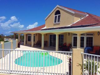 Westview, 4/5 bedroom villa with spectacular water views and amazing sunsets, Long Bay Beach