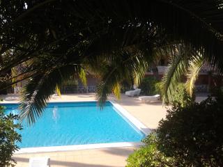 Appartement dans résidence avec  piscines et jardin. À côte de la Crique du Pi.