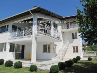 Luxury holiday villa with private tennis court!, Balchik