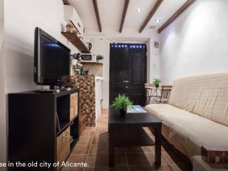 Pequeña casa cueva en Santa Cruz (Alicante)