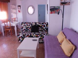 Apartamento a 50 metros de la playa de la capital., Almeria