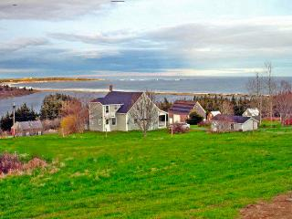 4BR Cottage, Sweeping Ocean Views, Walk to Beach, Riverport