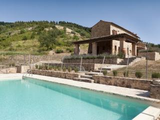 Beautiful Villa in Volterra for 4 guests with pool