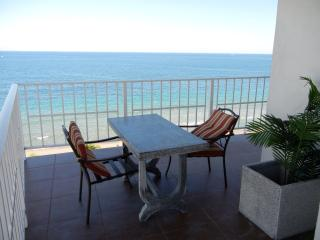 AMAZING OCEANFRONT FORT LAUDERDALE BEACH CONDO, Fort Lauderdale