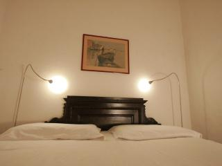 DOUBLE ROOM WITH SHARED BATHROOM, Milaan