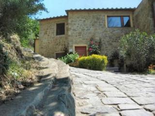 Rustico in pietra in antico borgo