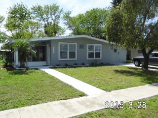 Very Cute 3BR 2BA  Near Gulf Beaches, Port Charlotte
