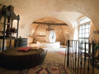 Casa storica con giardino, Jacuzzi all'aperto, Pereta