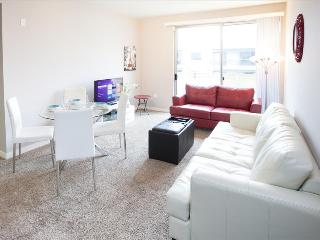 Santa Monica: 2 Bedroom 2 Bath with Living Room and  Kitchen, Santa Mônica