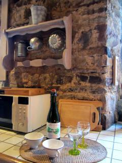 Un détail de la cuisine de L'Hullerie.Vous êtes plutôt cidre ou jus de pomme ?