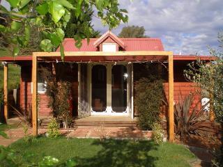 bella rouge cottage, Bright