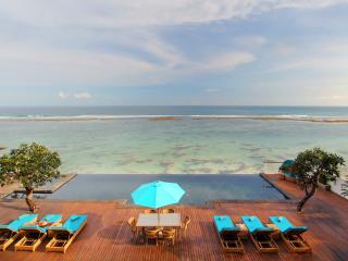 4 Bedroom Luxury Indian Ocean Front Villa w/ Infinity Pool, Nusa Dua;