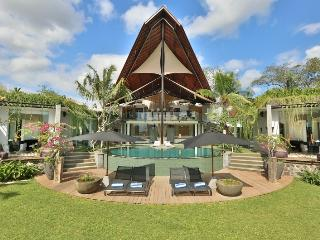Toraja, Luxury 4 Bedroom Villa, Feature Garden, Canggu