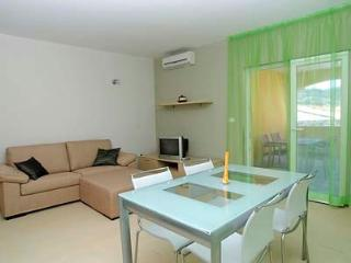 Tina 3 - apartment for 3+2 pax with AC and balcony, Vela Luka