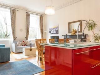 Wow Factor Georgian Flat 2 Bedroom + 2 Bathroom, Edinburgh